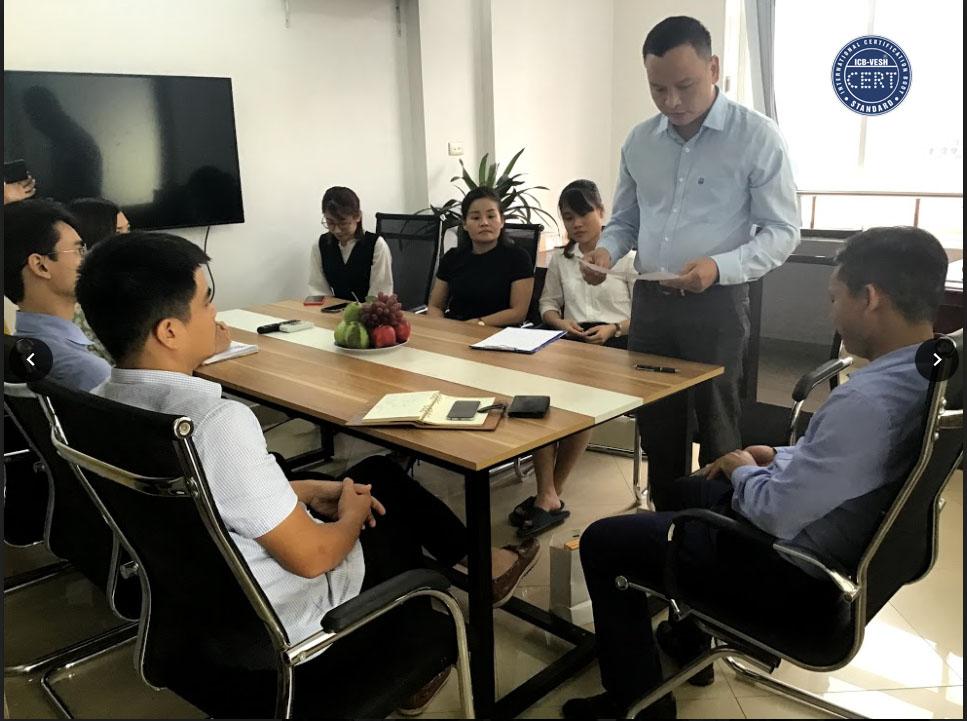 Ông Lê Thuận Sơn phát biểu trong cuộc họp tổng kết